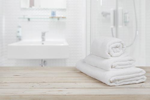 Offerte Badkamer Verbouwen : Badkamer verbouwen of installeren in middelharnis sommelsdijk en
